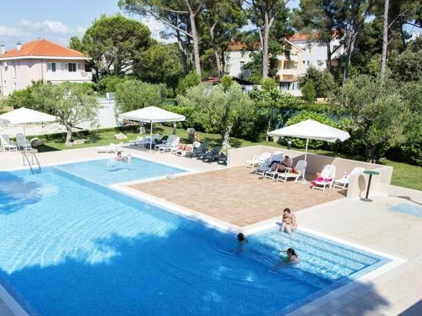 Villaggio turistico san antonio biograd croazia for Piscina san antonio