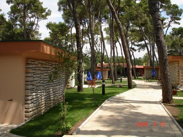 Villaggio San Antonio a Biograd na Moru immerso in pineta