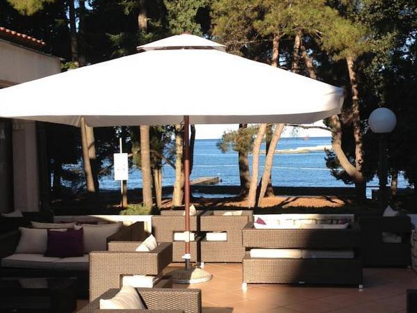 Hotel flores a porec in istria 4 stelle for Camere a porec
